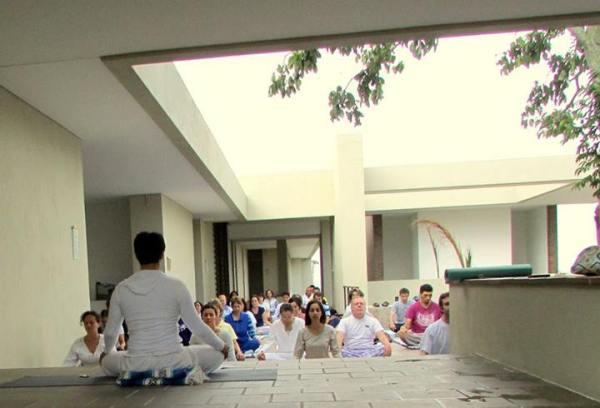 Maharishi_Yoga4